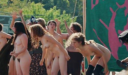 શ્યામ પળિયાવાળું છોકરી મળી તેના pussy ઘસવામાં સુંદર sekisov