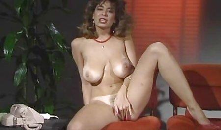 લેસ્બિયન્સ ચોદવુ તેમના નગ્ન સુંદર છોકરીઓ પોર્ન pussy અને પીવાના મુત્તર