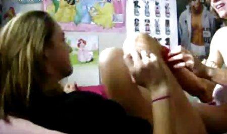 સળીયાથી તેના ભીનું ઢગલો અને કમીંગ જ સમયે વિડિઓ સુંદર પોર્ન