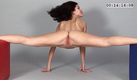 Babes બંધ સુંદર પોર્ન તરીકે બતાવવા તેમના booties