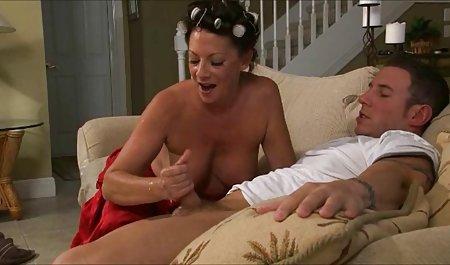 મોટા બોબલા સુંદર પોર્ન ગાંડ વાળી મહિલા gags પર એક વિશાળ ડિક!!